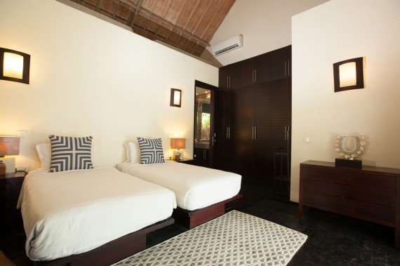 Guest House - Purple Room (Set up Twin)