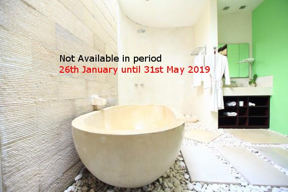 Main Bathtub Stone